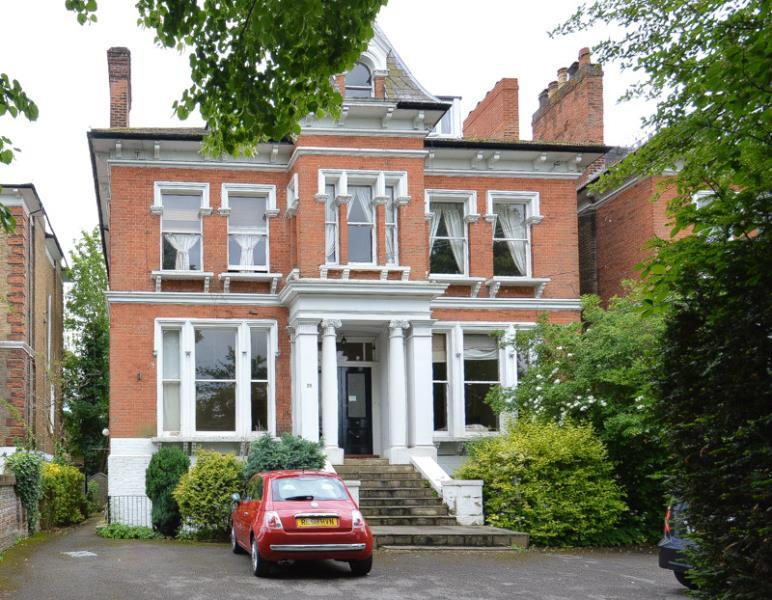 2 Bedrooms Flat for sale in Osborne Road, Windsor