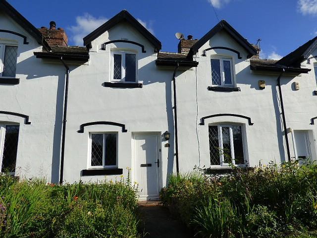 2 Bedrooms Cottage House for sale in Station Cottage, Glazebrook Lane, Warrington