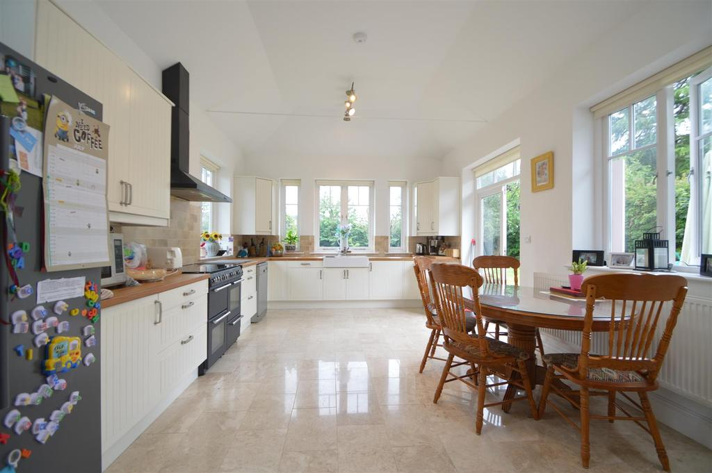 5 Bedrooms Detached House for sale in 1 Linden Gardens, Off Trinity Street, Shrewsbury, SY3 7PH