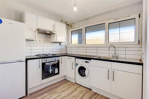4 bedroom flat to rent - Giffin Street, London, SE8