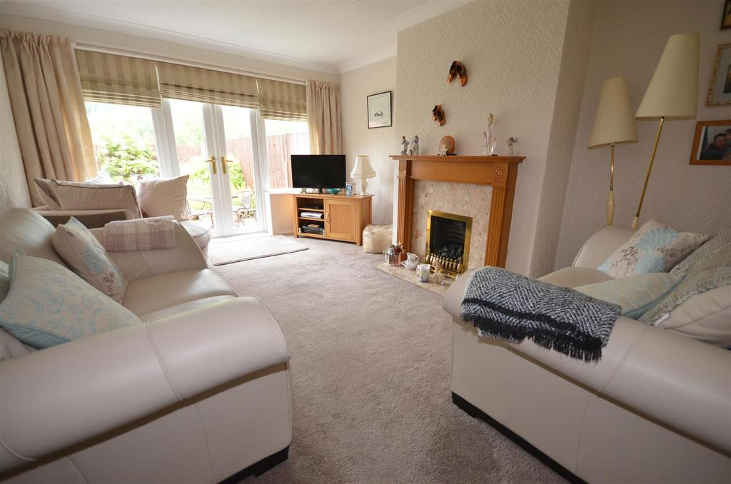 3 Bedrooms Semi Detached House for sale in Laburnum Avenue, St. Helens
