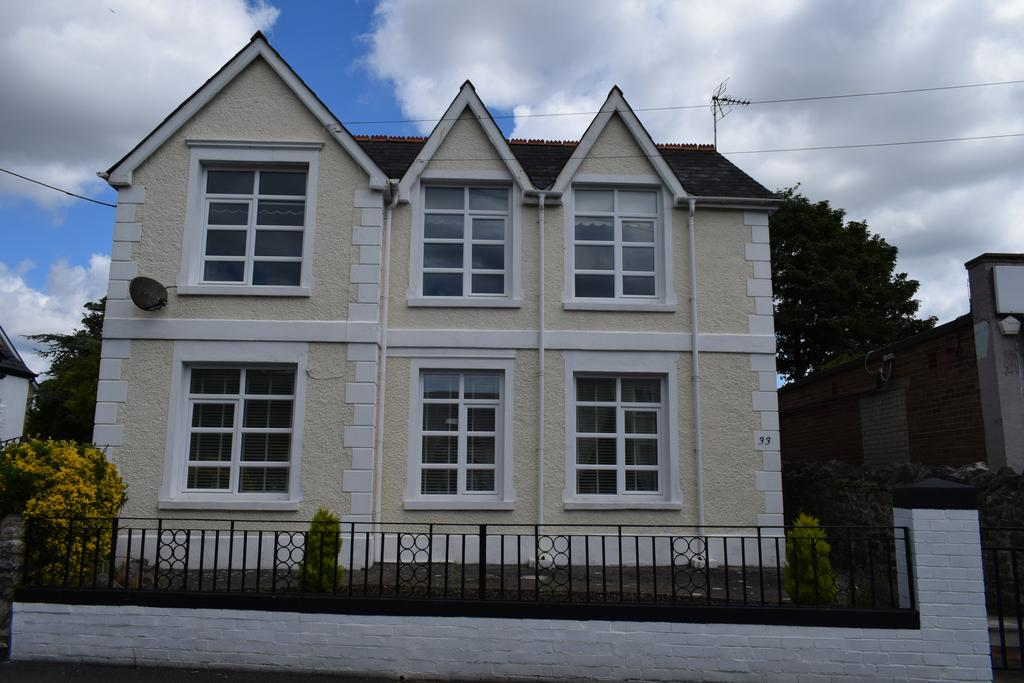 2 Bedrooms Apartment Flat for sale in 33B Newton Nottage Road, Porthcawl.