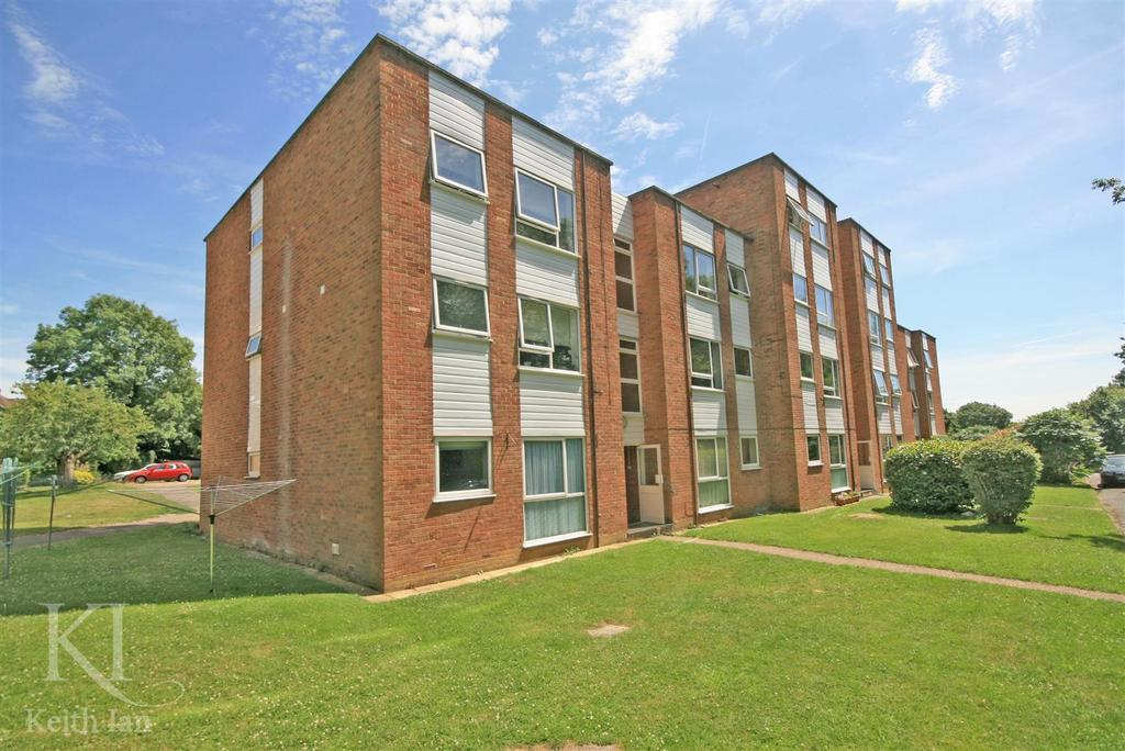 2 Bedrooms Apartment Flat for sale in Extended Lease - Trapstyle Road, Ware
