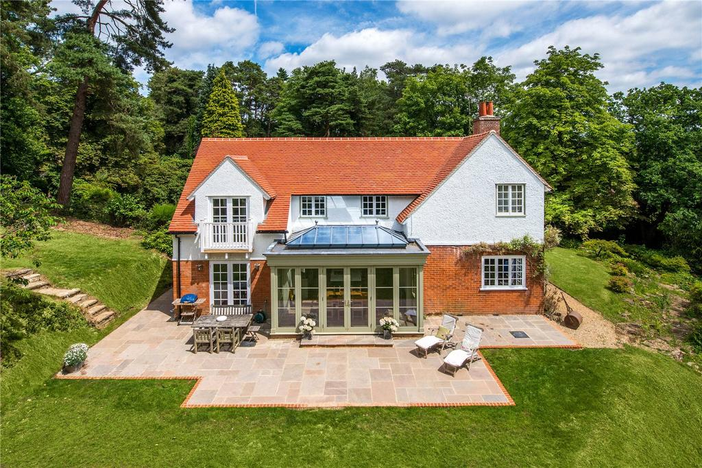 5 Bedrooms Detached House for sale in Ford Lane, Lower Bourne, Farnham, Surrey
