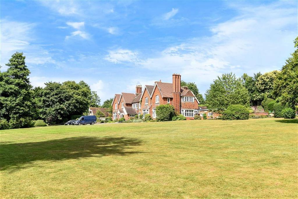 2 Bedrooms Flat for sale in Little Tangley, Wonersh, Guildford, Surrey, GU5