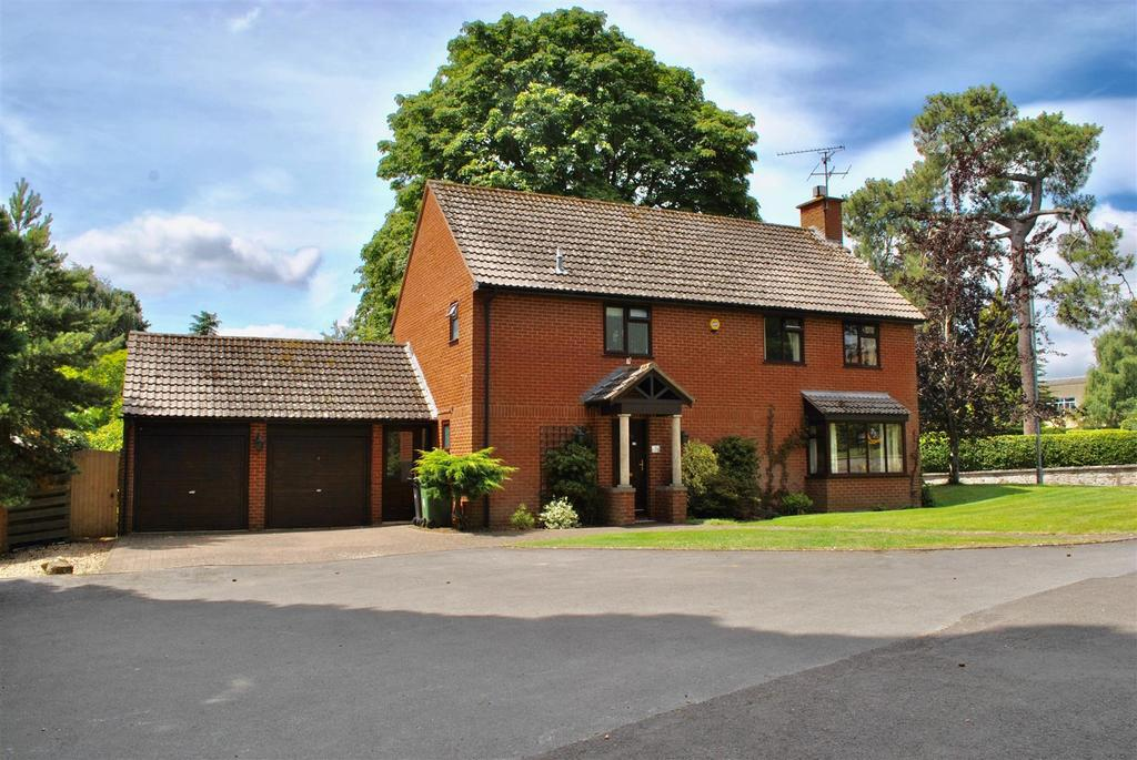 4 Bedrooms Detached House for sale in The Drive, Batts Park, Taunton