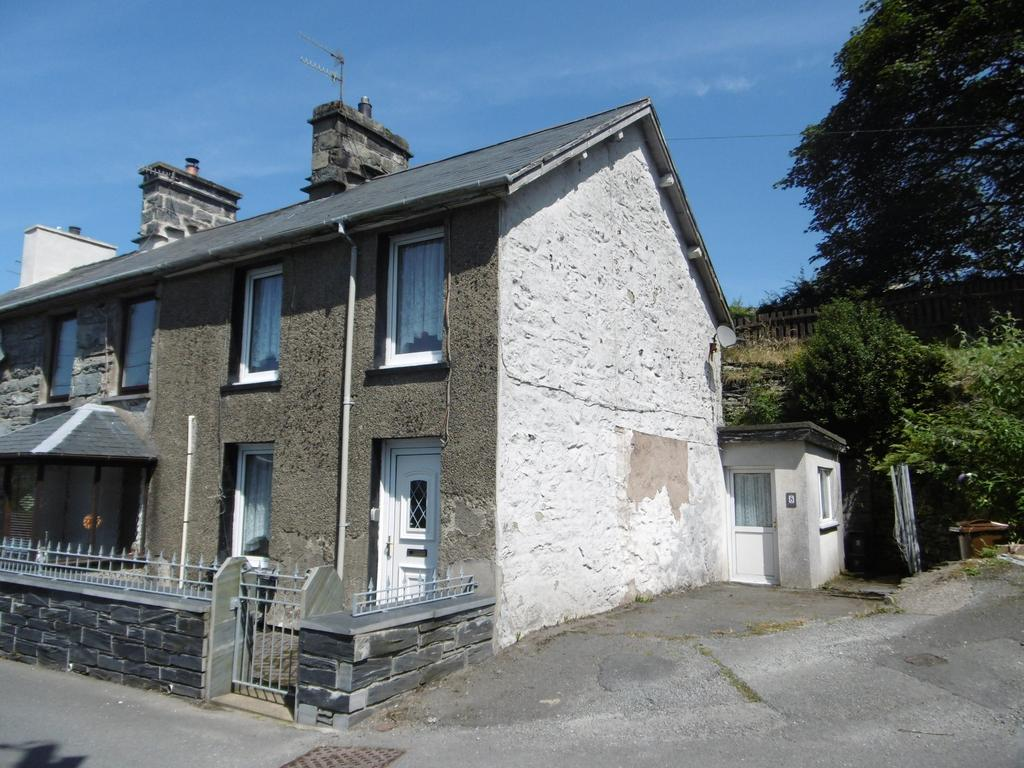 3 Bedrooms End Of Terrace House for sale in Penbryn Terrace, Blaenau Ffestiniog LL41