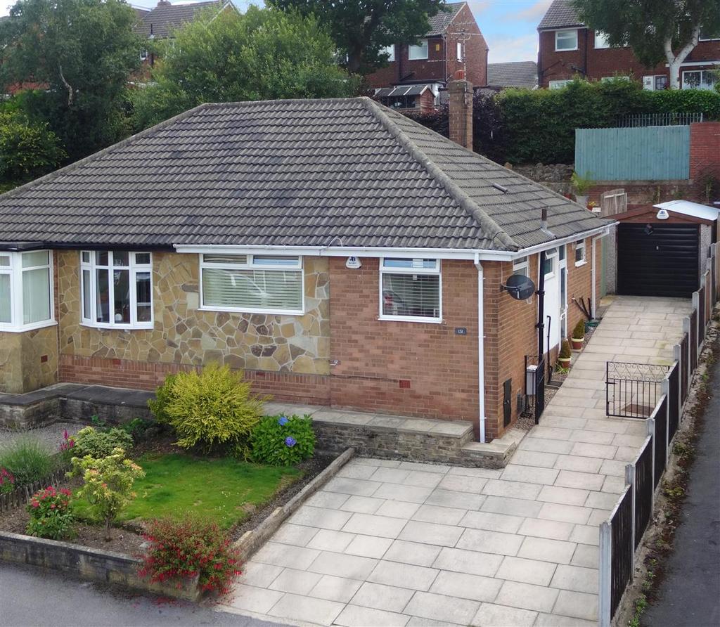 2 Bedrooms Semi Detached Bungalow for sale in Moseley Wood Gardens, Cookridge