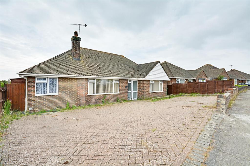 3 Bedrooms Detached Bungalow for sale in Laburnum Gardens, Bexhill-On-Sea