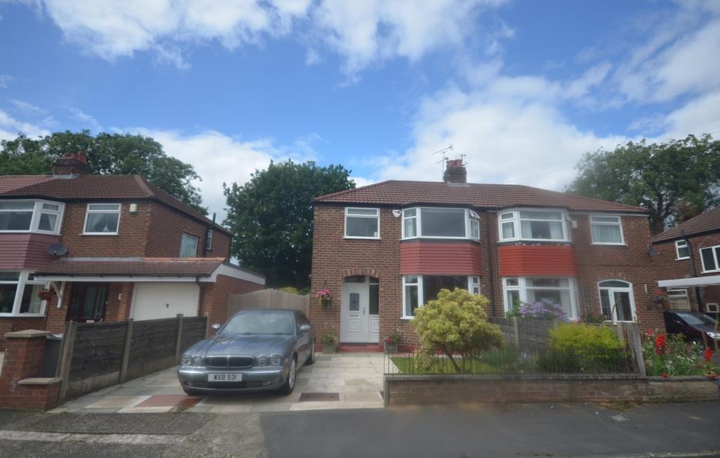 3 Bedrooms Semi Detached House for sale in Newlyn Drive, Sale M33
