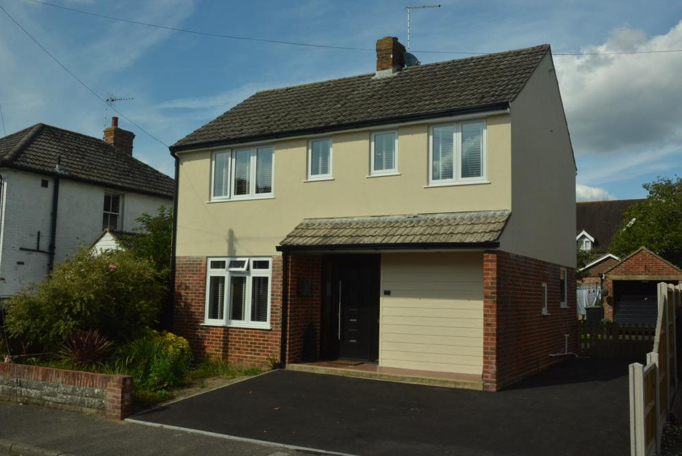4 Bedrooms Detached House for sale in WIMBORNE