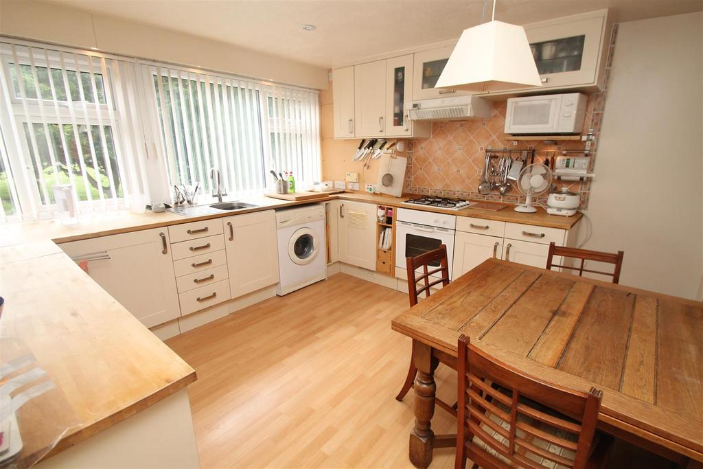 2 Bedrooms Apartment Flat for sale in Clement Court, Maidstone