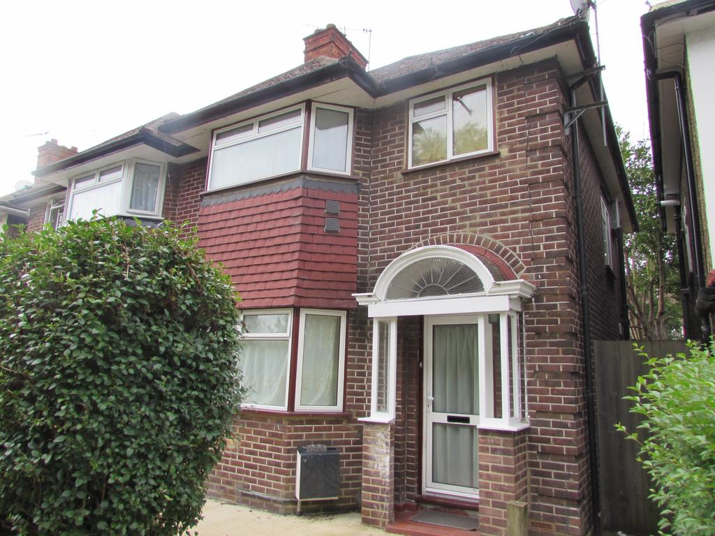 3 Bedrooms Semi Detached House for sale in Monks Park Gardens, Wembley HA9