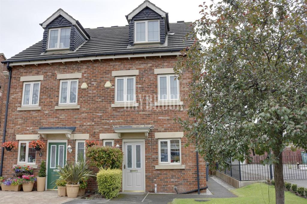 3 Bedrooms Semi Detached House for sale in Plumpton Park, Shafton