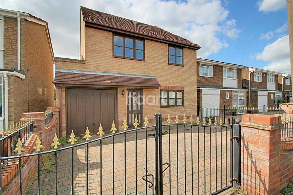 4 Bedrooms Detached House for sale in Sandringham Close, Stanford Le Hope