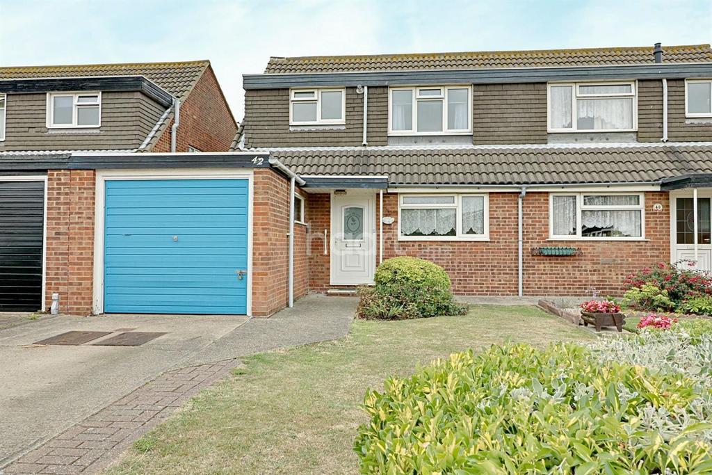3 Bedrooms Semi Detached House for sale in Admirals Walk, Shoeburyness