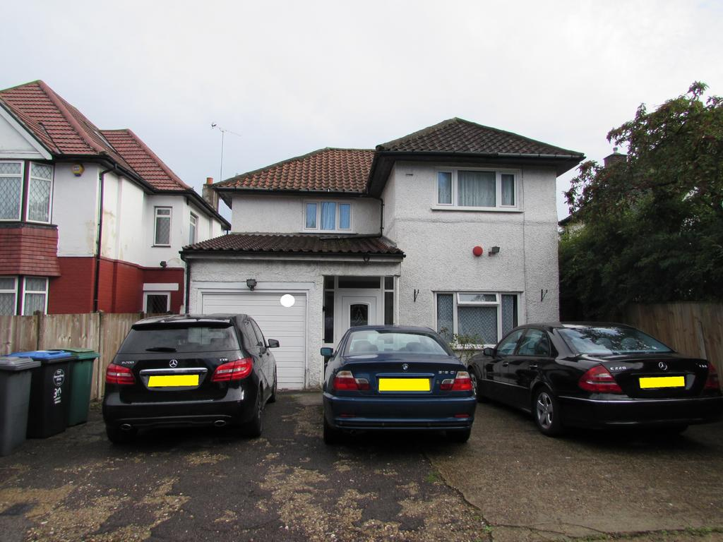 4 Bedrooms Detached House for sale in Forty Avenue, Wembley HA9