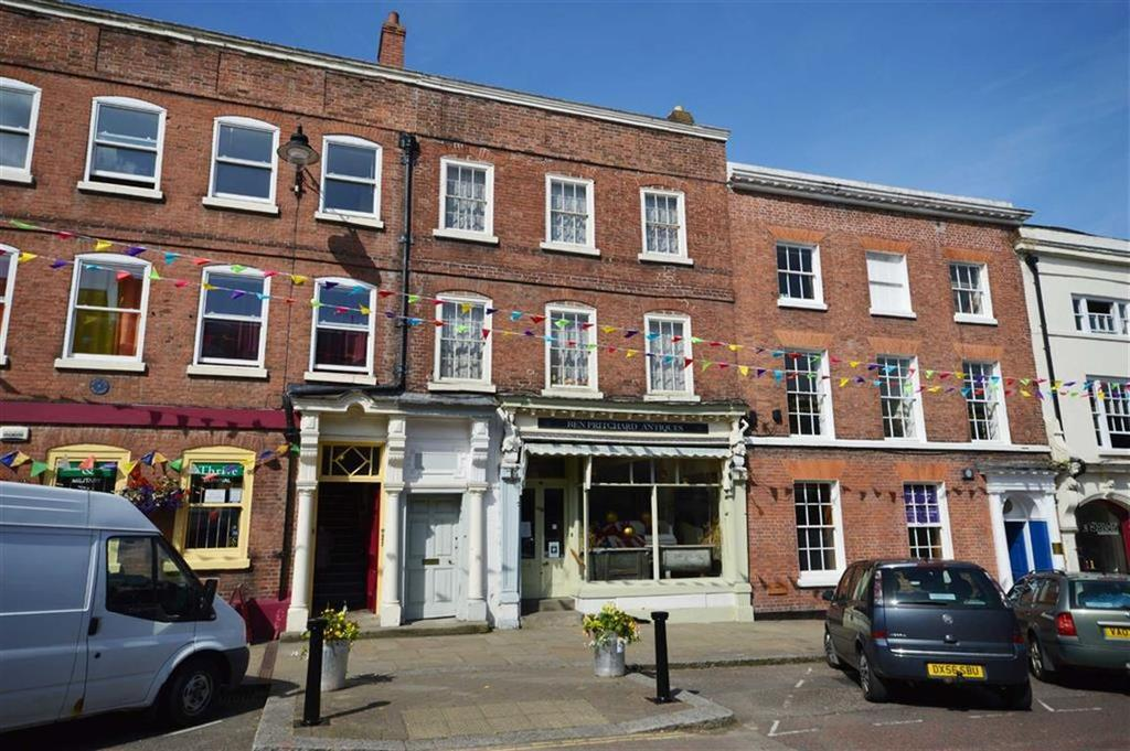 3 Bedrooms Terraced House for sale in 11, Broad Street, Leominster, Herefordshire, HR6