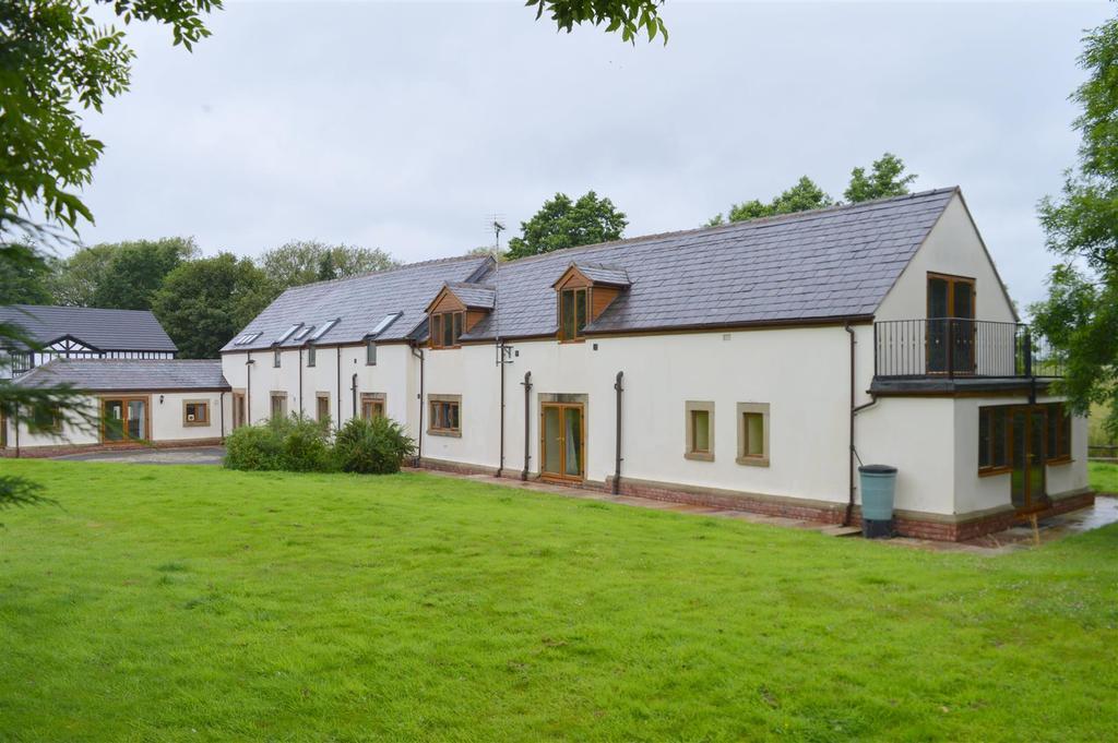 5 Bedrooms Detached House for sale in Noahs Ark Lane, Mobberley