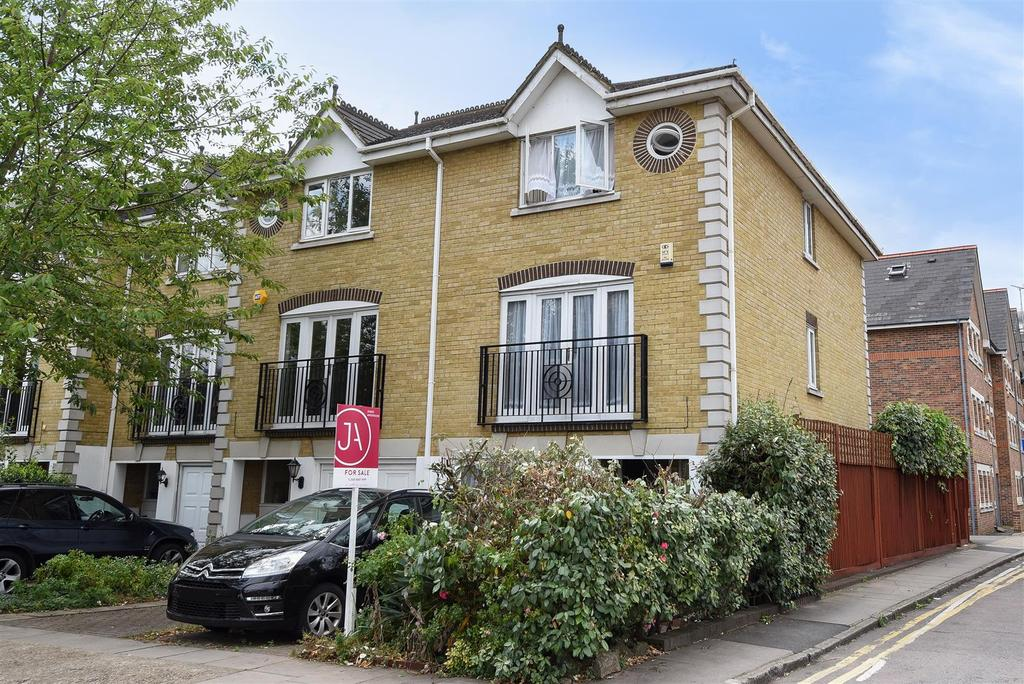 5 Bedrooms House for sale in Howgate Road, London
