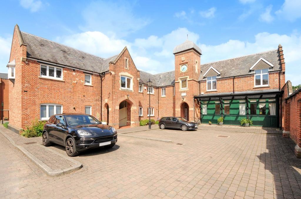 2 Bedrooms Flat for sale in Hunsford Lodge, Longbourn, Windsor, Berkshire, SL4