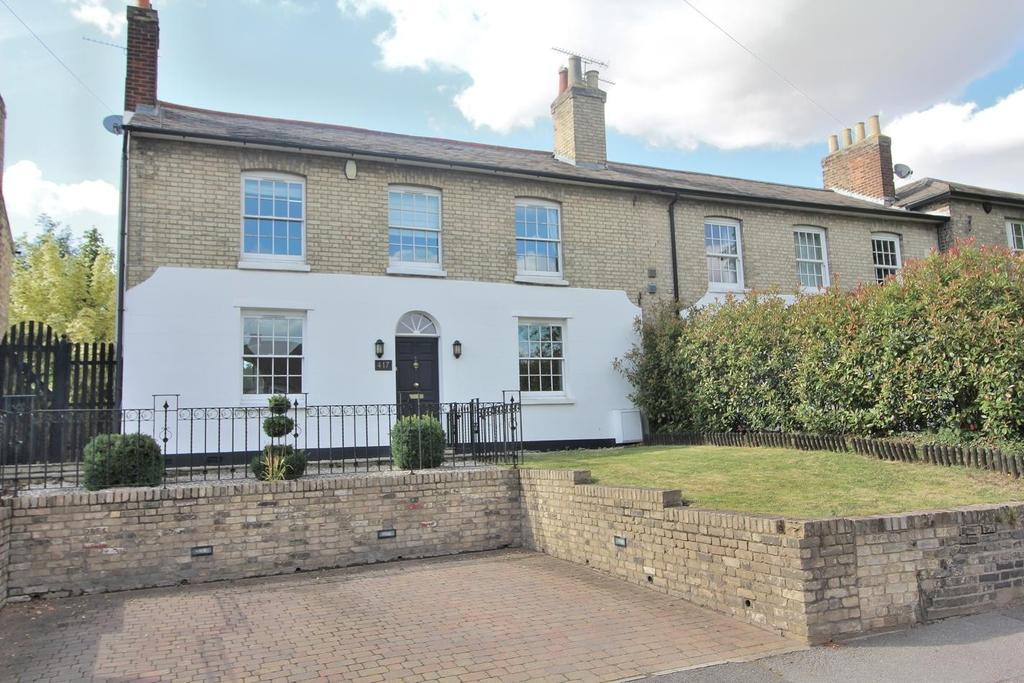 5 Bedrooms Semi Detached House for sale in Springfield Road, Chelmsford, Essex, CM2