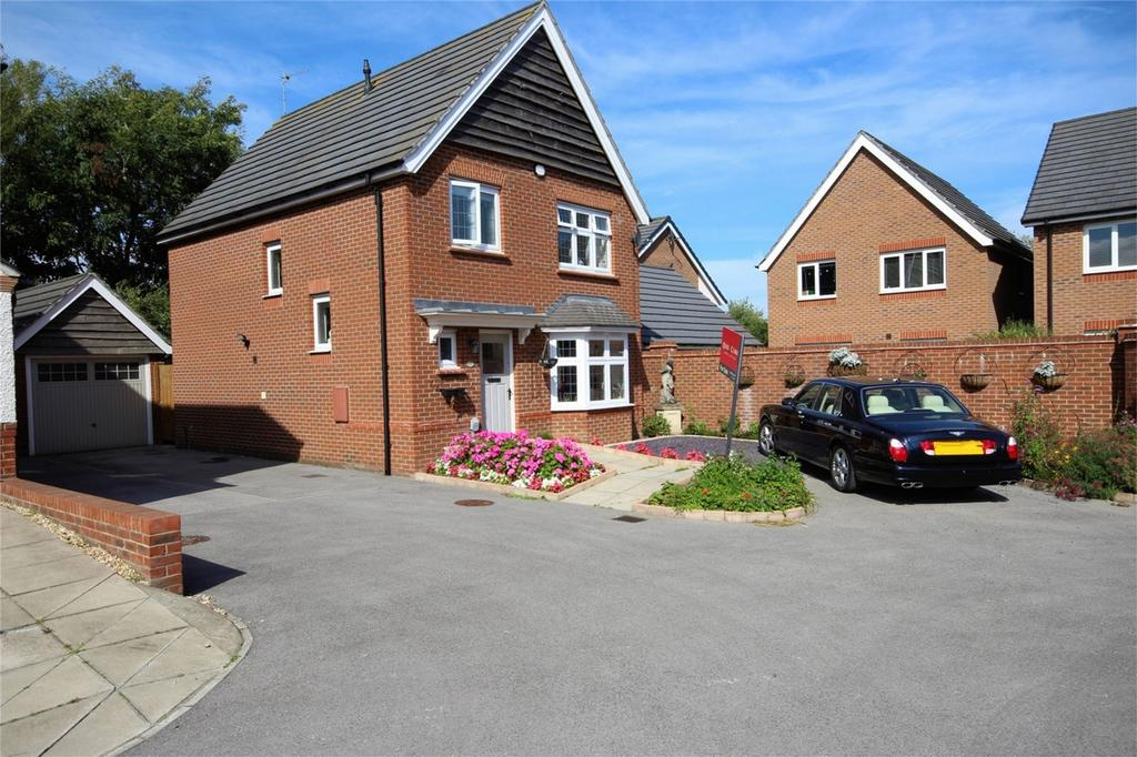 3 Bedrooms Detached House for sale in Holtby Avenue, Cottingham, East Riding of Yorkshire