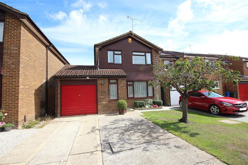 3 Bedrooms Detached House for sale in Hasler Road, Canford Heath, Poole