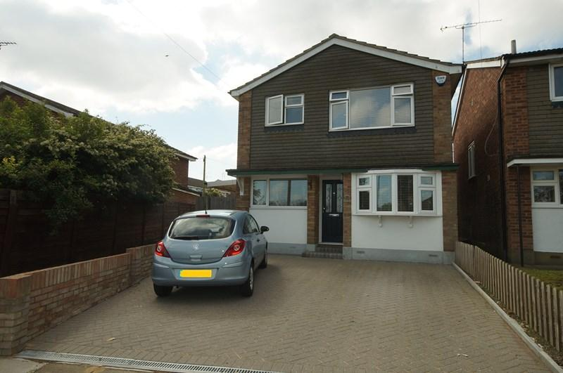 4 Bedrooms Detached House for sale in Picketts Avenue, Leigh-On-Sea