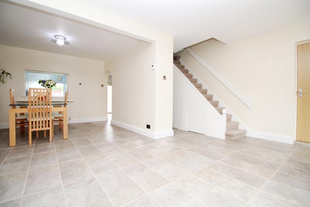 5 Bedrooms Semi Detached House for sale in Saltash Road Welling DA16