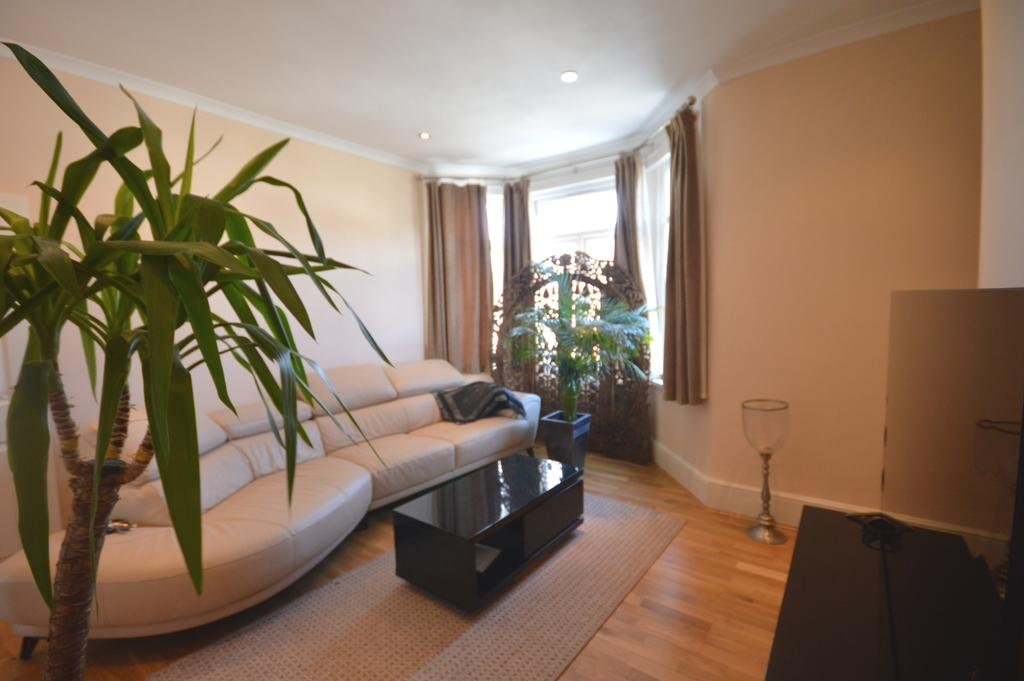 2 Bedrooms Flat for sale in Hafton Road London SE6
