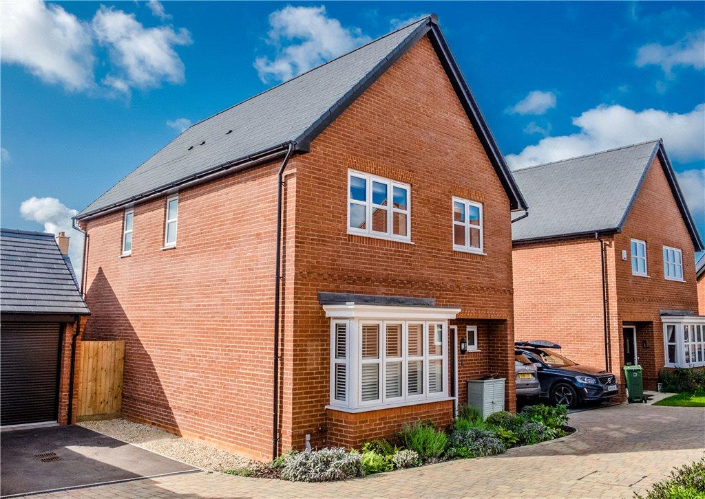 4 Bedrooms Detached House for sale in Millground Field, Winslow, Buckingham