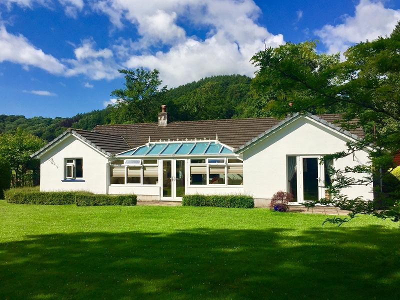 2 Bedrooms Bungalow for sale in Pentre-Ty-Gwyn, Llandovery, Carmarthenshire.