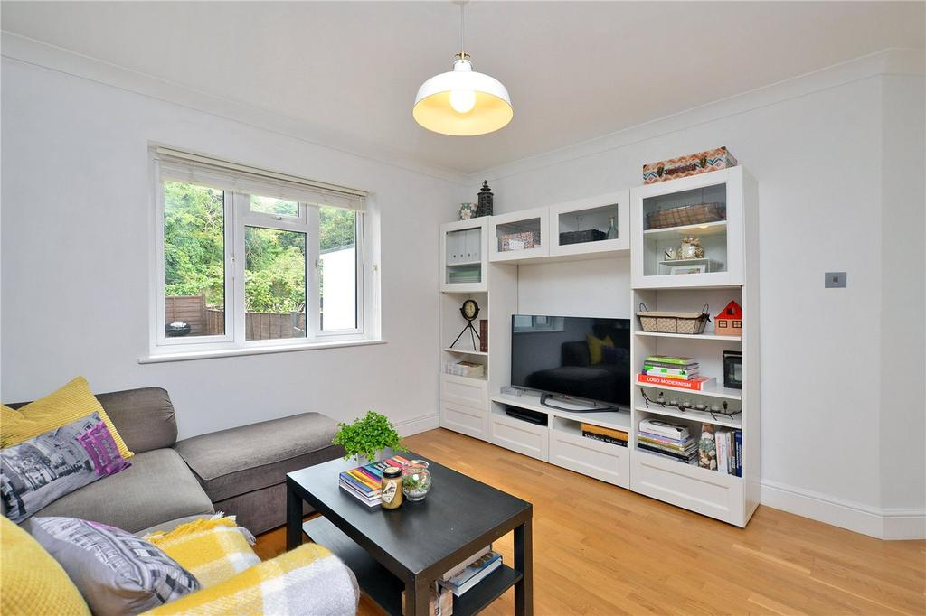 2 Bedrooms Maisonette Flat for sale in The Maisonettes, Alberta Avenue, Cheam, Sutton, SM1