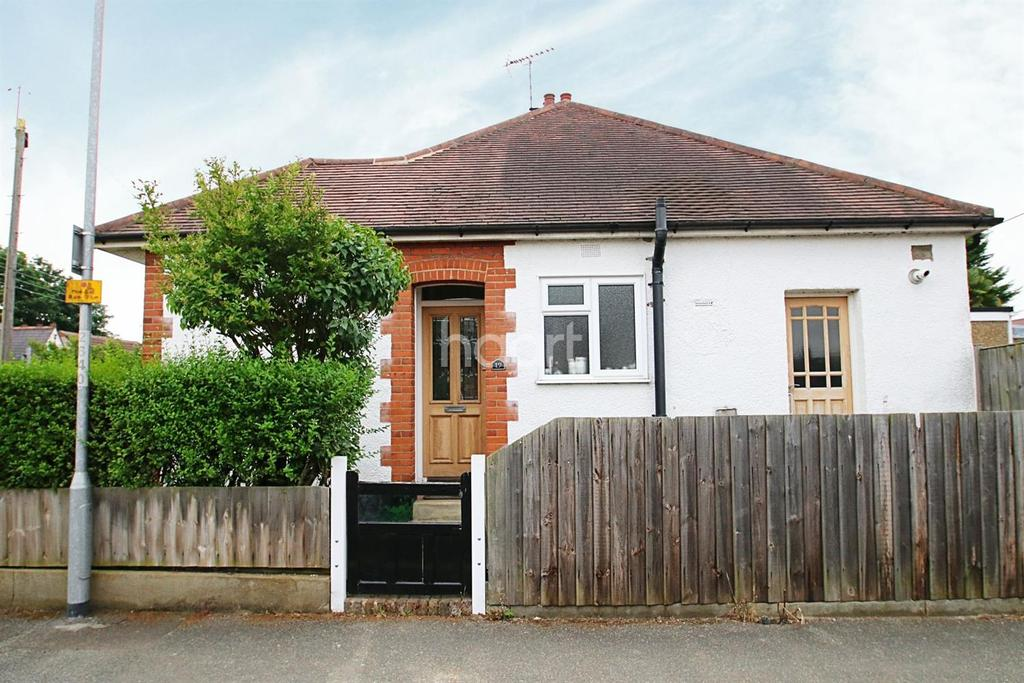 2 Bedrooms Bungalow for sale in Lynton Road, Benfleet
