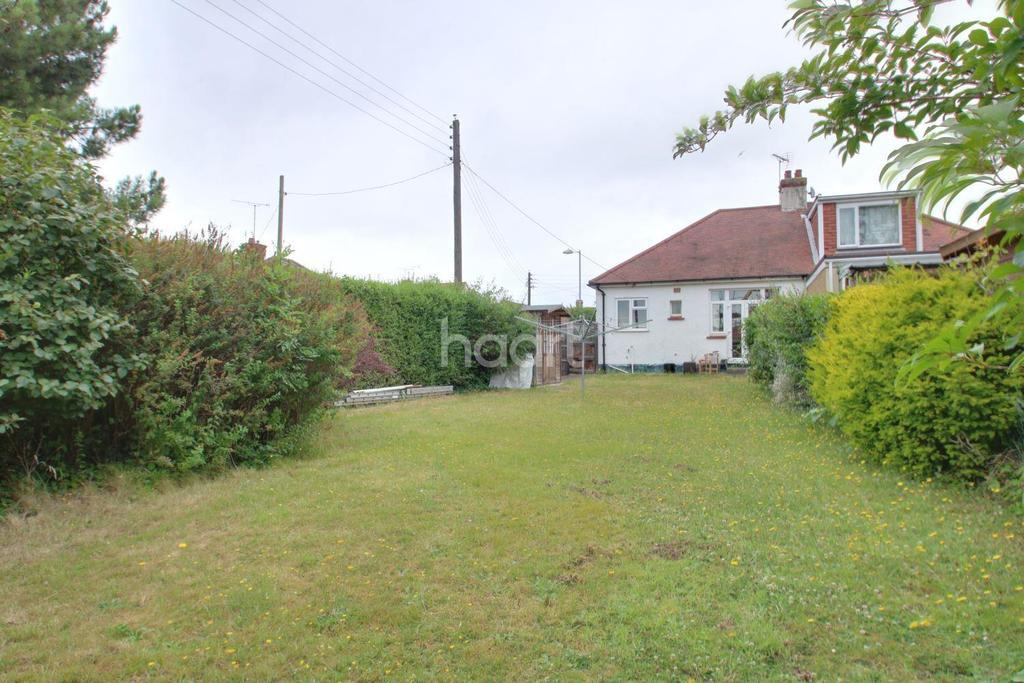 2 Bedrooms Bungalow for sale in Lynton Road, Benfleet