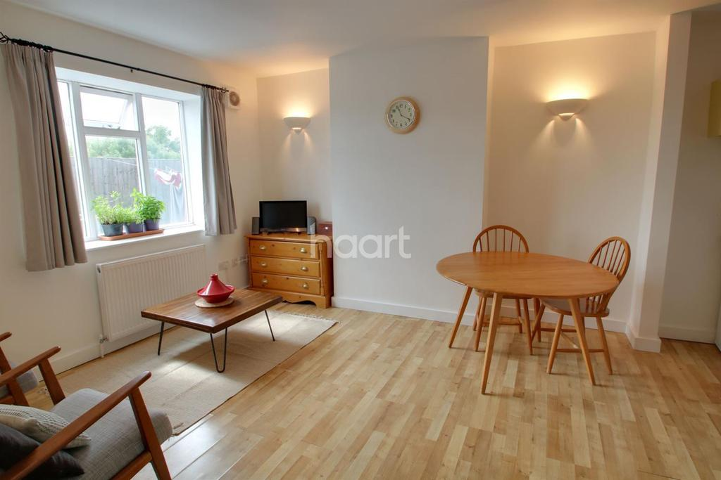 2 Bedrooms Flat for sale in Shenley Road, Borehamwood