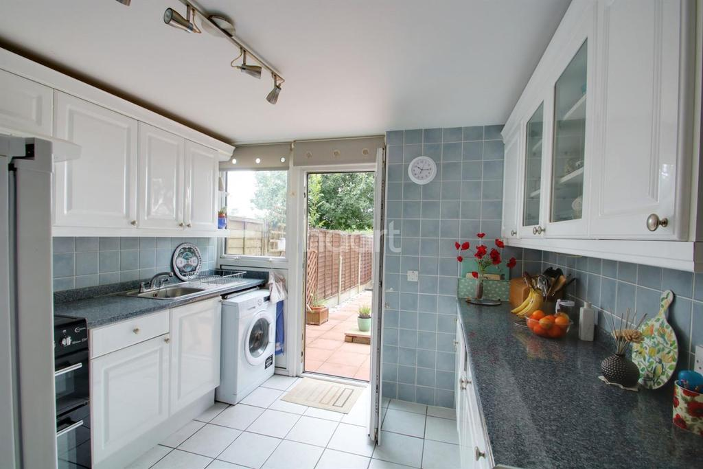 3 Bedrooms Terraced House for sale in Althorne Way