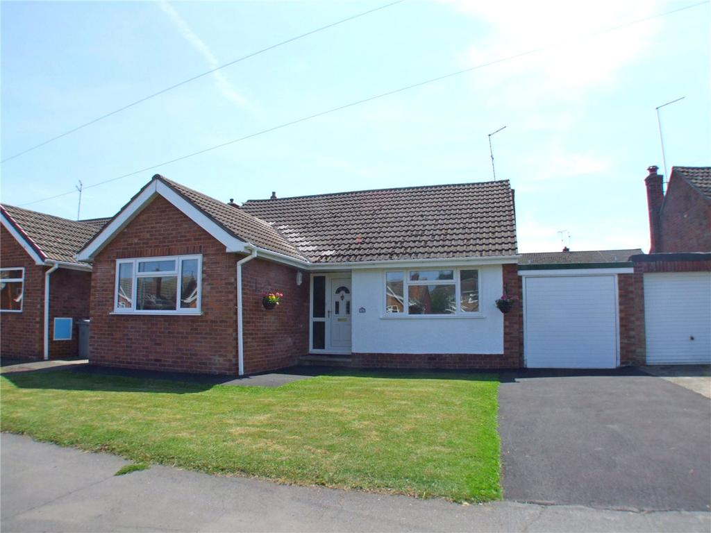 3 Bedrooms Detached Bungalow for sale in The Grove, Market Deeping, Peterborough, PE6