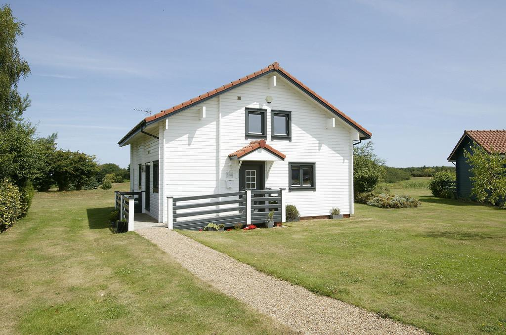 2 Bedrooms Chalet House for sale in Fairway Lakes, Fritton