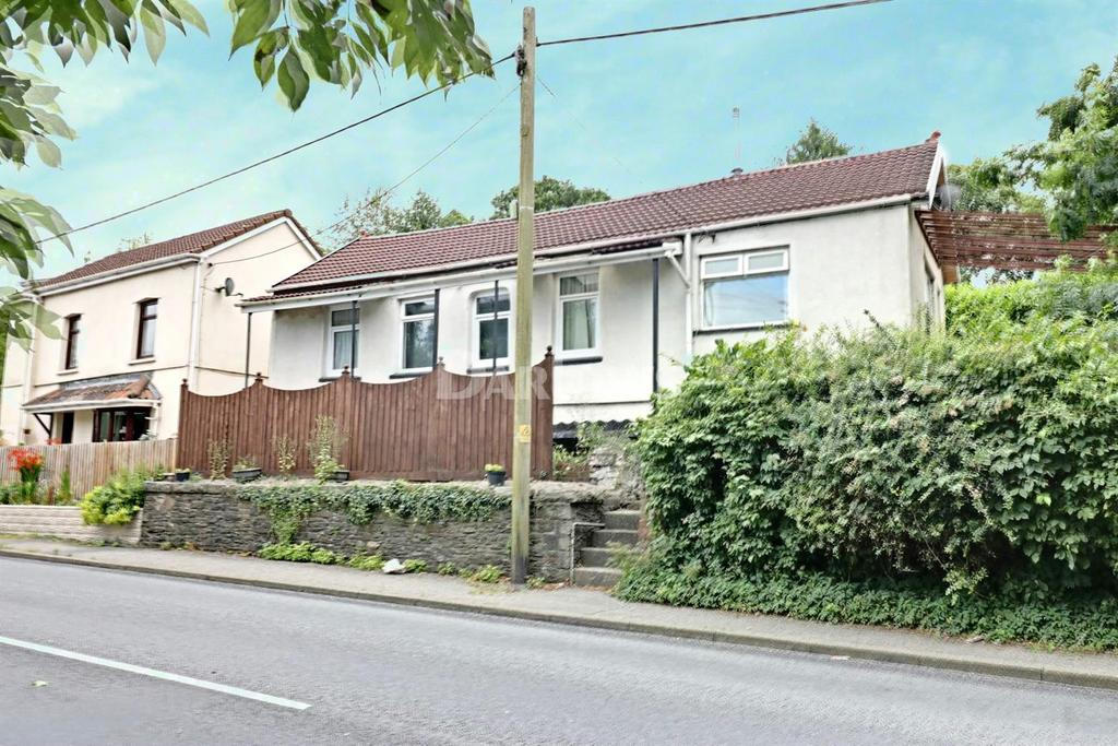 3 Bedrooms Bungalow for sale in Main Road, Maesycwmmer