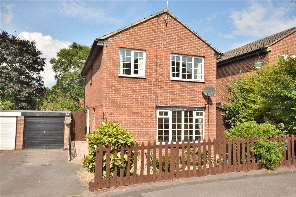 3 Bedrooms Detached House for sale in Park House Green, Harrogate, North Yorkshire