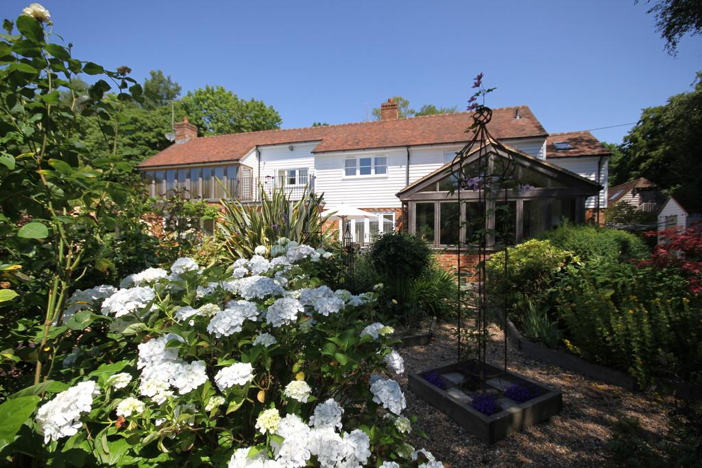 4 Bedrooms Detached House for sale in Bixley Lane, Beckley, Near Rye, East Sussex TN31 6TH