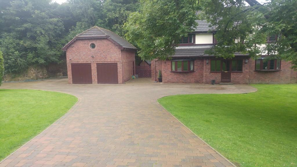 4 Bedrooms Detached House for sale in The Laurels, Holden Fold Lane, Royton