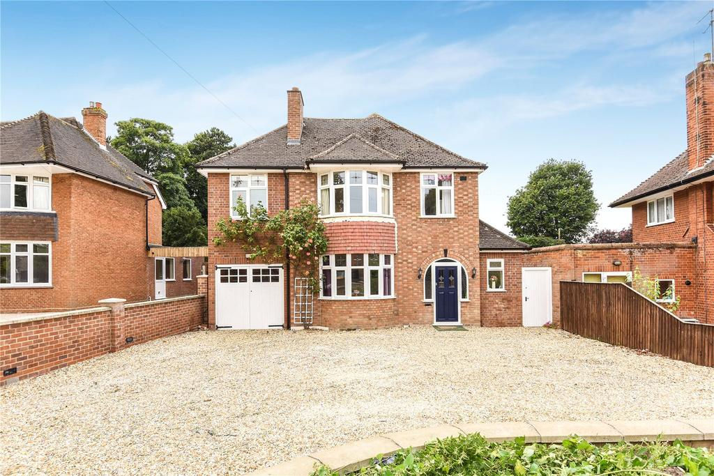 4 Bedrooms Detached House for sale in Duchess Drive, Newmarket, Suffolk, CB8