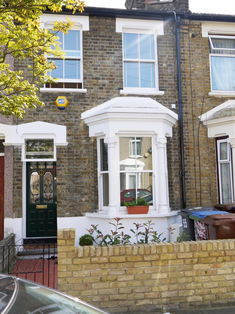 2 Bedrooms Terraced House for sale in Thorpe Road, Forest Gate