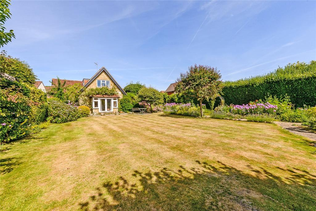 3 Bedrooms Detached House for sale in Weycombe Road, Haslemere, Surrey
