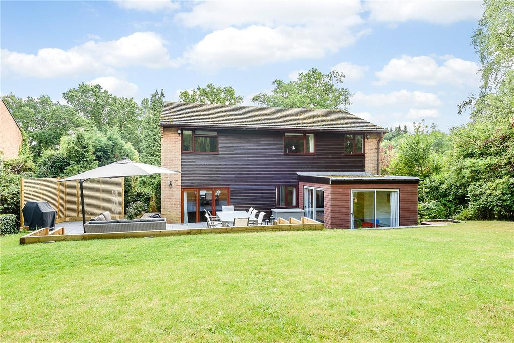 5 Bedrooms Detached House for sale in Hatch Close, Chapel Row, Reading