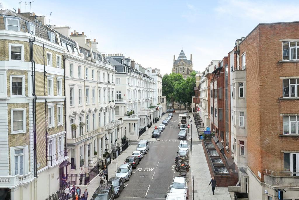 2 Bedrooms Flat for sale in Harrington Road, South Kensington