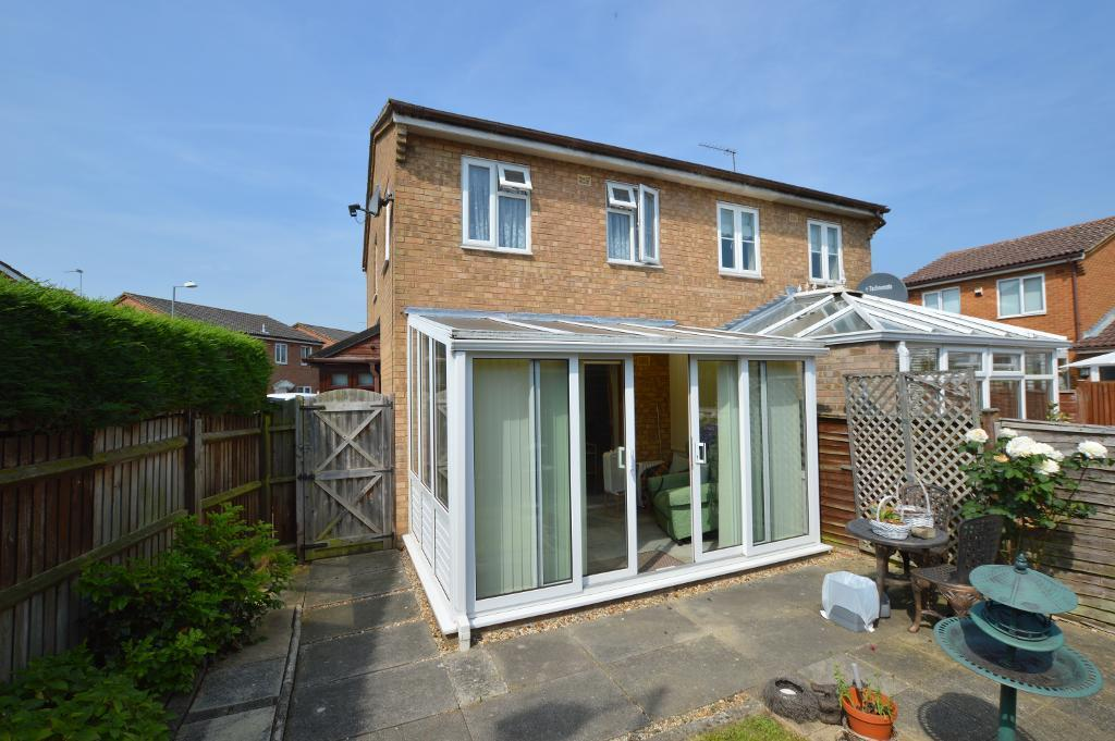 2 Bedrooms Semi Detached House for sale in Laxton Close, Wigmore, Luton, LU2 8SJ